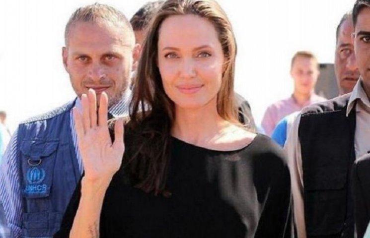 Одежда Анджелины Джоли разозлила сирийских беженцев