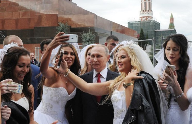 Відео дня: Путін фотографується з дорогими повіями і перегони на диявольському авто