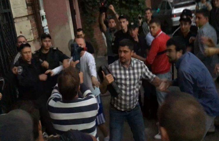 Пристрасті у Полтаві: Проти мітингувальників застосували газовий балончик