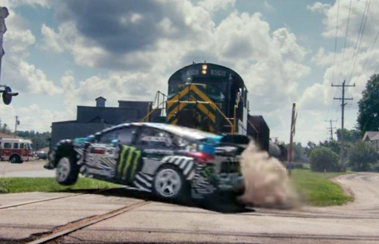 Як знаменитий автогонщик Кен Блок робив божевільні трюки на Ford Focus