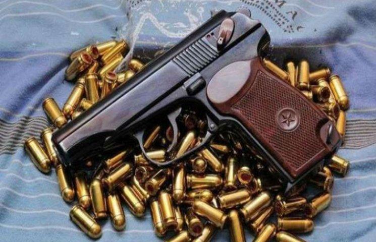 В Харькове нашли пакет с оружием и боеприпасами