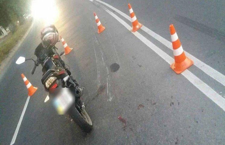 Мотоцикліст у Хмельницькому випав з мотоцикла