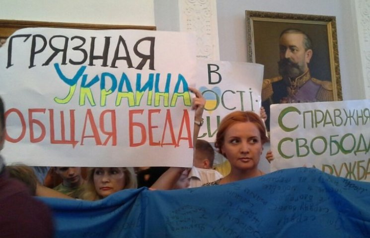У Миколаївську міськраду прийшли активісти на підтримку Сєнкевича