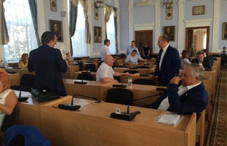 """У Миколаєві """"опоблоківці"""" та екс-мер відмовились покидати заміновану міськраду"""