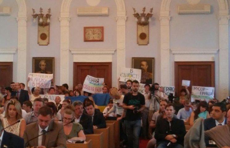 В Николаеве решением сессии депутаты запретили принимать львовский мусор