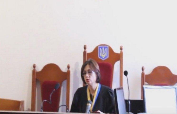 Хмельницький суд обрав базарниці-аферистці заставу у 19 мільйонів гривень