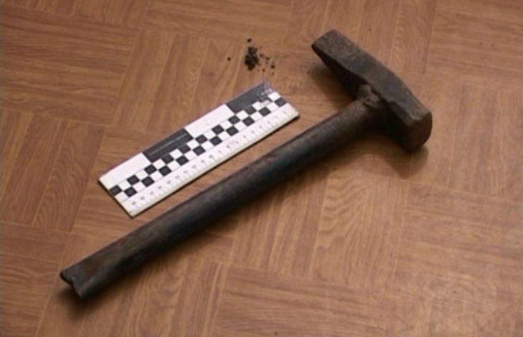 На Харківщині у приміщенні АЗС виявили труп із проломленим черепом