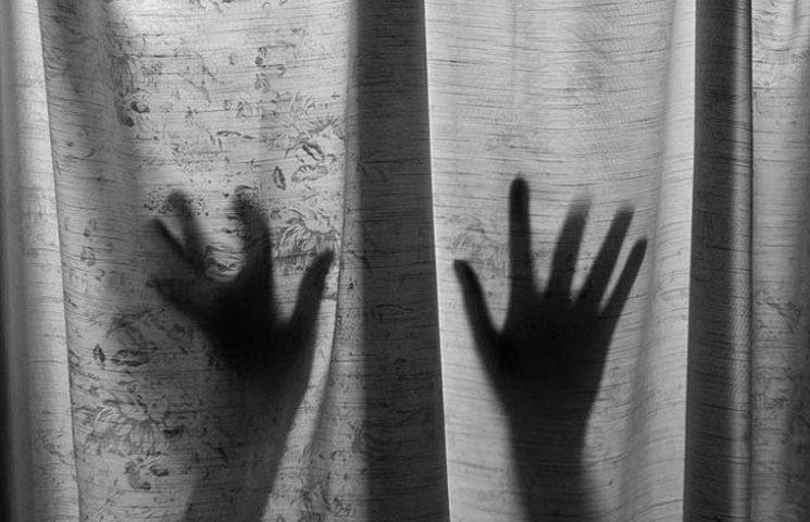 У вінницькому селі чотирирічна дівчинка врятувала маму від ґвалтівника
