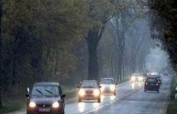 С 1 октября водители должны двигаться с включенным светом фар