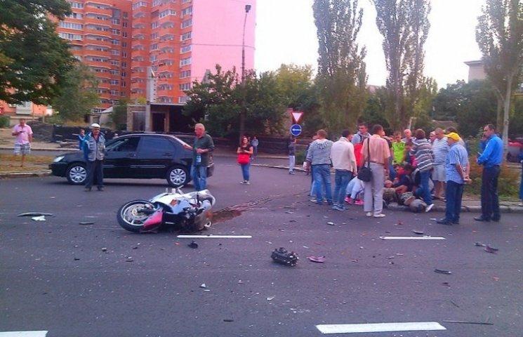 У Миколаєві біля місця смертельного ДТП з дорожниками травмувався мотоцикліст