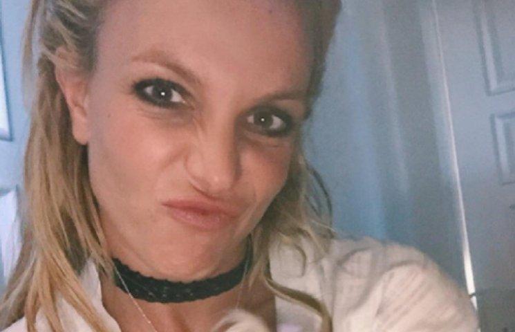 Стройная Бритни Спирс в бикини устроила дикие танцы