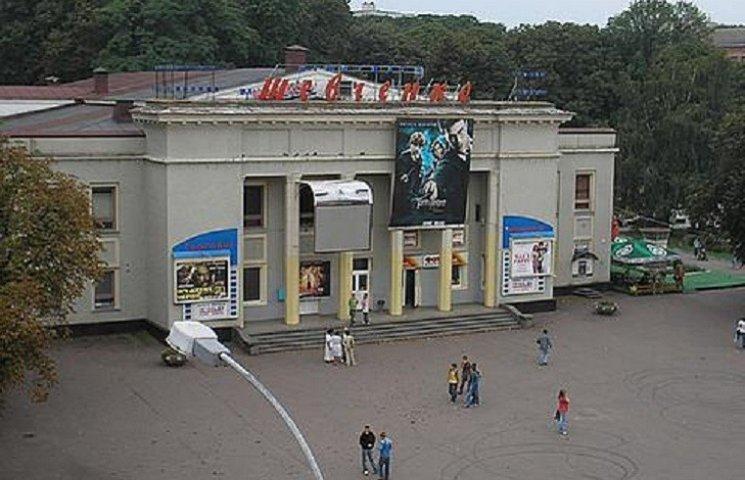 Посидіти у новеньких кріслах зможуть невдовзі глядачі кінотеатру імені Шевченка