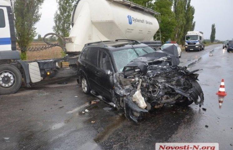 """Дві одеситки, які """"влетіли"""" в тягач під Миколаєвом, перебувають у важкому стані"""