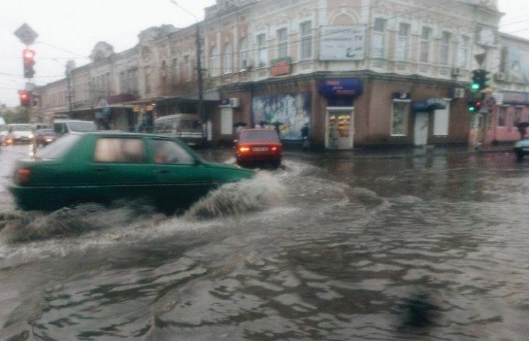 """Мелітополь затопила злива – автівки """"плавають"""""""