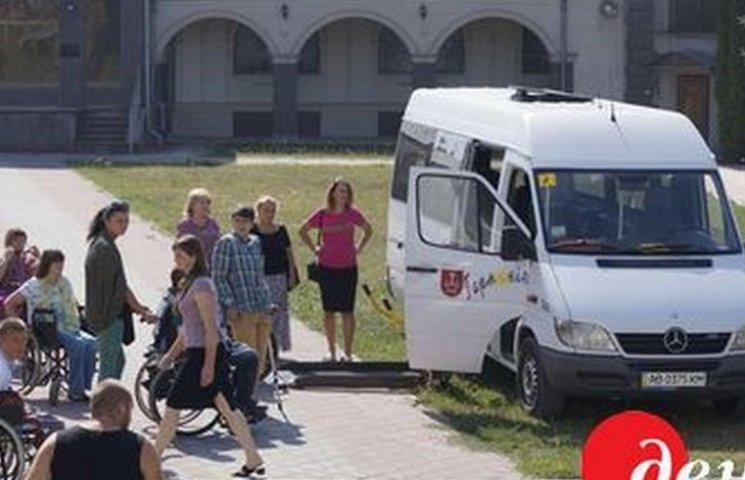 """Вінницькі """"шалені мандрівники"""" розробляють туристичні маршрути для людей на візках"""