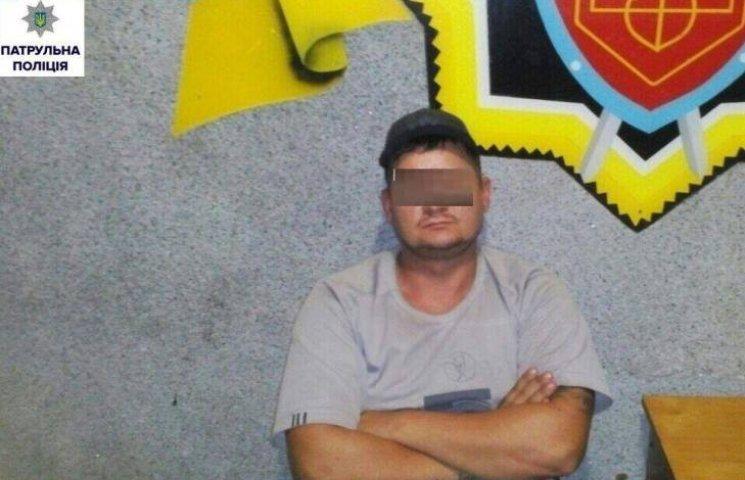 У Миколаєві копи затримали одразу шістьох чоловіків, що перебувають у розшуку