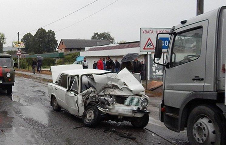 Киянин на вантажівці спричинив смертельну ДТП на Хмельниччині