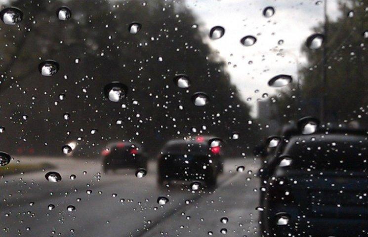 На Миколаївщині триватимуть сильні дощі: водіїв просять бути уважними