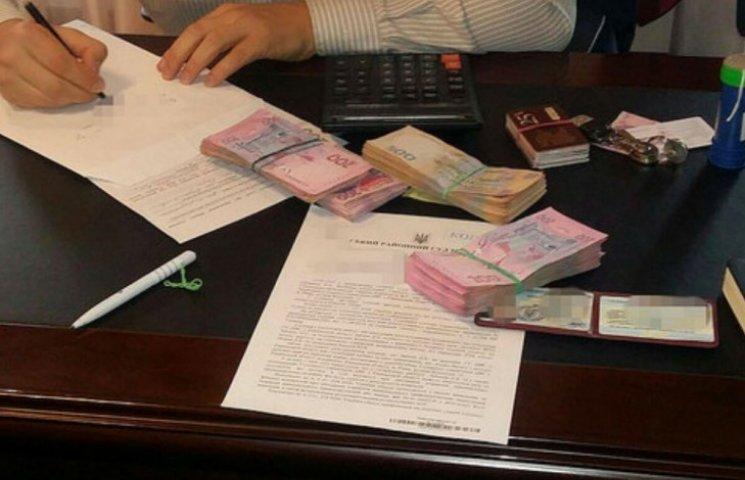 На Рівненщині пов'язали високопоставленого податківця-хабарника (ФОТО)