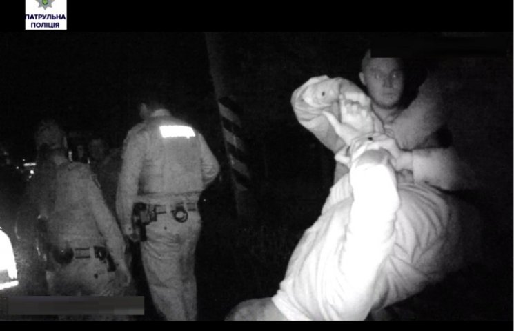 """У Миколаєві чотири молодики, які заважали людям спати, """"загриміли"""" в поліцію"""