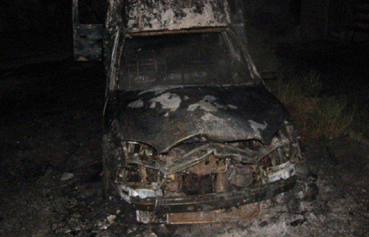 В Нетішині згоріла дорога автівка