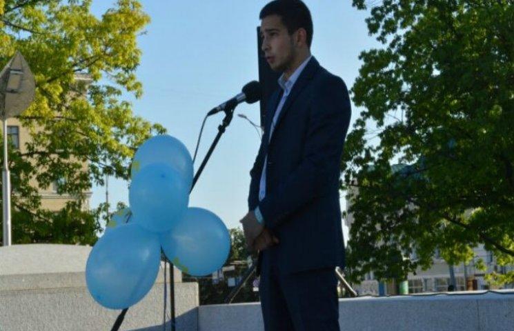 В Харькове крымские татары протестуют против срыва декоммунизации