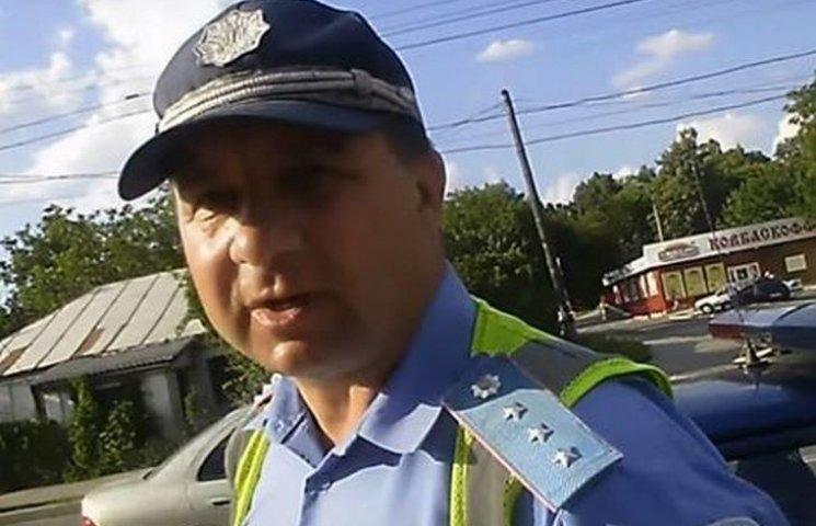 Екс-ДАІшнику, якому пузо завадило сховатись від копів, присудили штраф