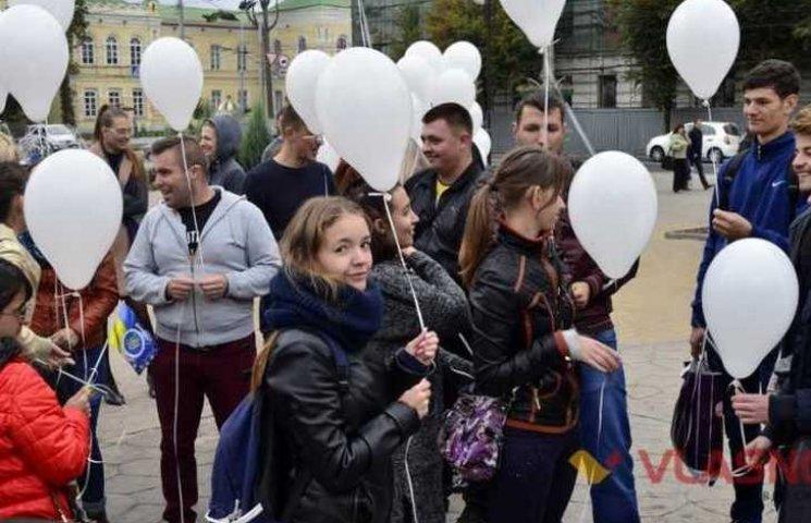 Вінницькі студенти співали гімн мовою жестів