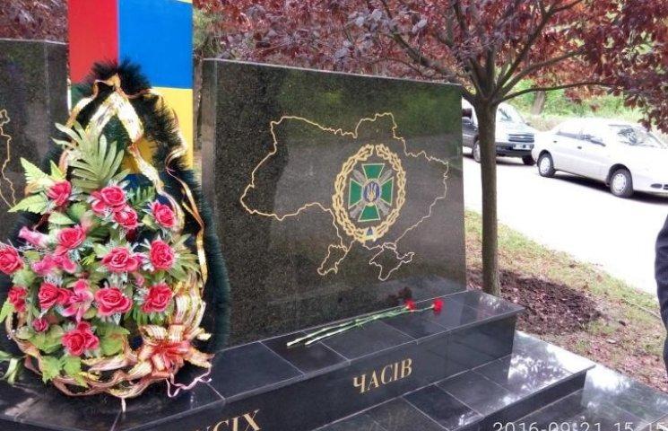 В Николаеве вернули Крым и Донбасс на поврежденный вандалами памятник