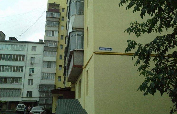У Хмельницькому намагалися урочисто відкрити перший утеплений будинок