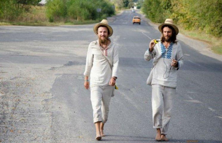 Мандрівники, що йдуть босоніж з Ужгорода у Харків, завітали на Полтавщину