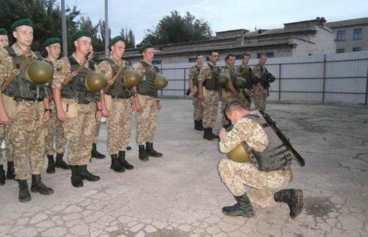 Хлопці, що нестимуть службу на межі з окупованим Кримом, отримали головний символ охоронців кордону
