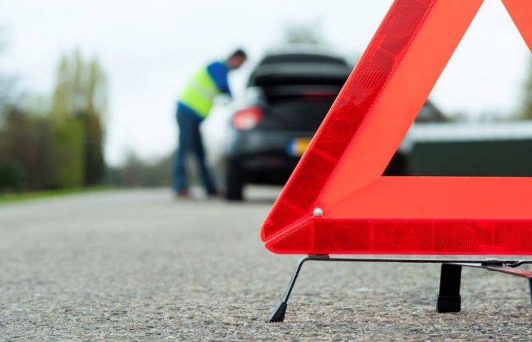 """На Миколаївщині зіштовхнулись """"КамАЗ"""" і Volkswagen: постраждало двоє осіб"""