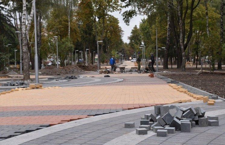 На оновленому проспекті Космонавтів у Вінниці цвістимуть сакури