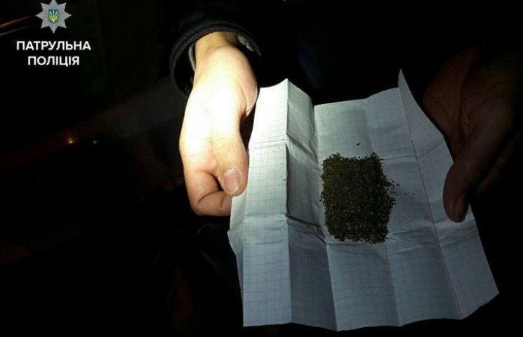 У Вінниці в пасажира таксі виявили торбу наркотиків