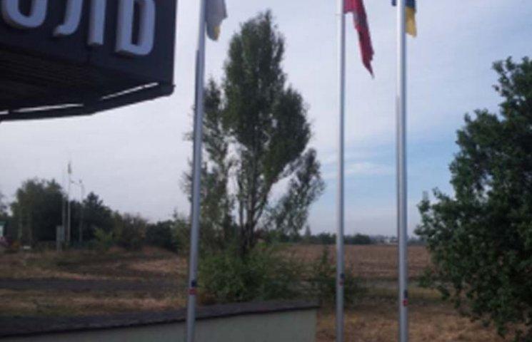 У Мелітополі невідомі влаштували диверсію з прапорами