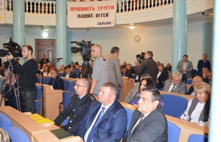 Депутати Вінницької облради поділилися районами