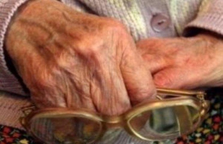 Великий куш: на Миколаївщині 93-річний чоловік виміняв майже $30 тис. на папірці