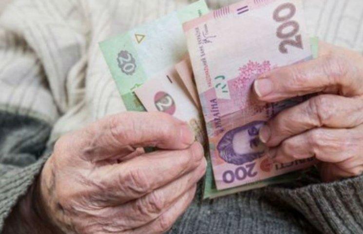 В Минсоцполитики обещают накинуть еще по 300 грн более 3 млн украинцев