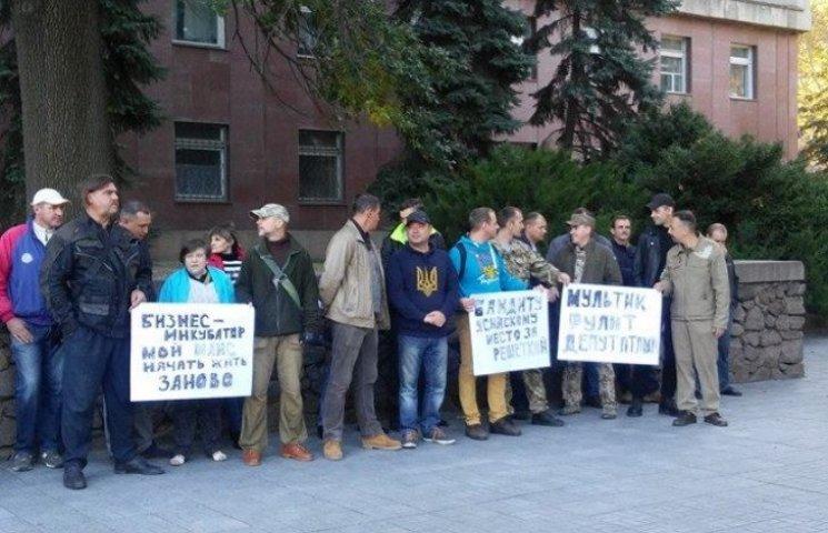 У Миколаєві АТОшники пікетують сесію облради