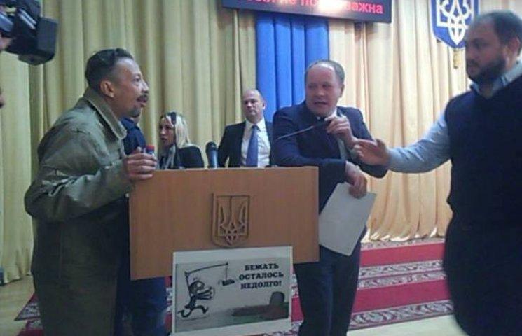 В Николаеве АТОшники едва не подрались с депутатами из-за бизнес-инкубатора