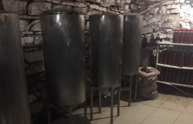 """""""Ліве"""" пиво розливали на Хмельниччині"""