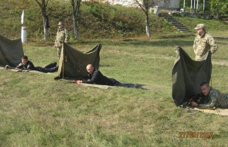 На Хмельниччині поліцейських вивели на стрільби