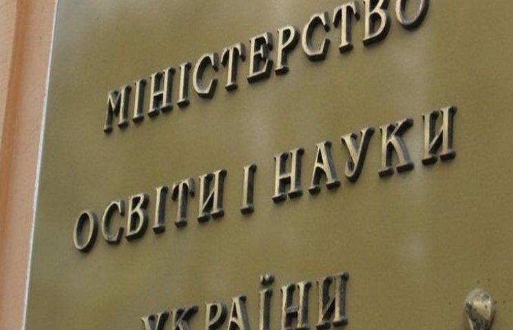 Отныне педагоги на работе будут говорить исключительно на украинском