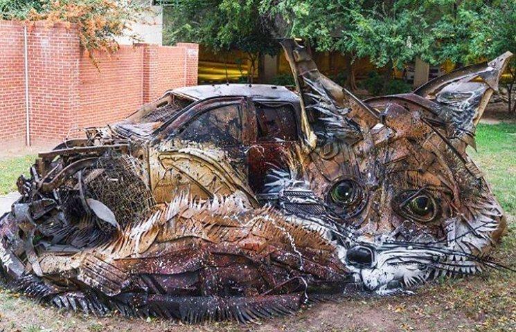 Художник перетворює купи сміття на неймовірні скульптури тварин
