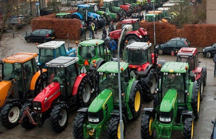 Аграрії Хмельниччини закупили тракторів і комбанів на мільярд гривень
