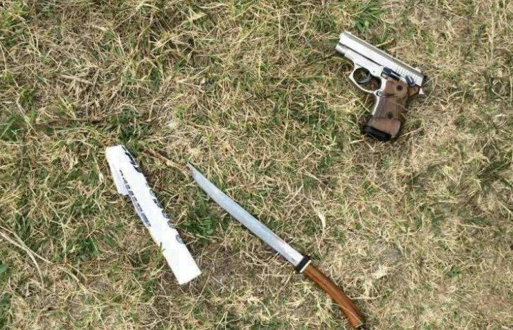 У миколаївському парку чоловік побив співмешканку та погрожував їй пістолетом
