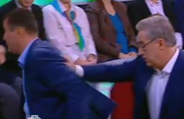 Ведущий росТВ грубо вытолкал из студии украинского политолога