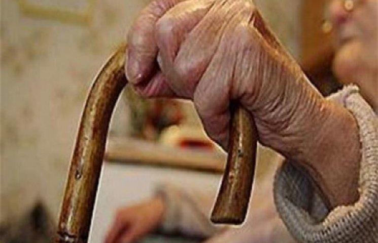 На Хмельниччині доглядальниця вбила свою стареньку підопічну