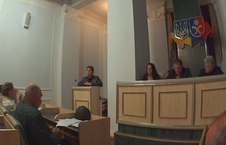 """У Хмельницькому продовжуються """"диспути"""" про поліцейськго генерала і Раду майдану"""